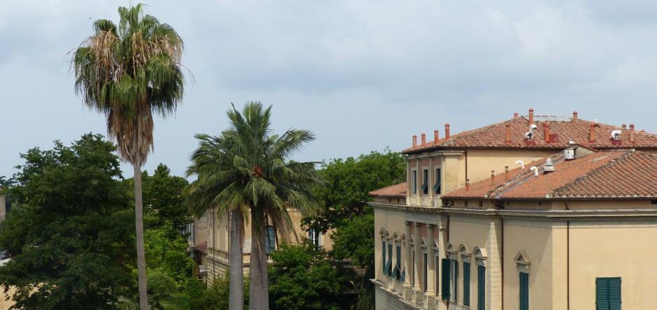 Affacciato sul verde del Giardino Botanico di Pisa